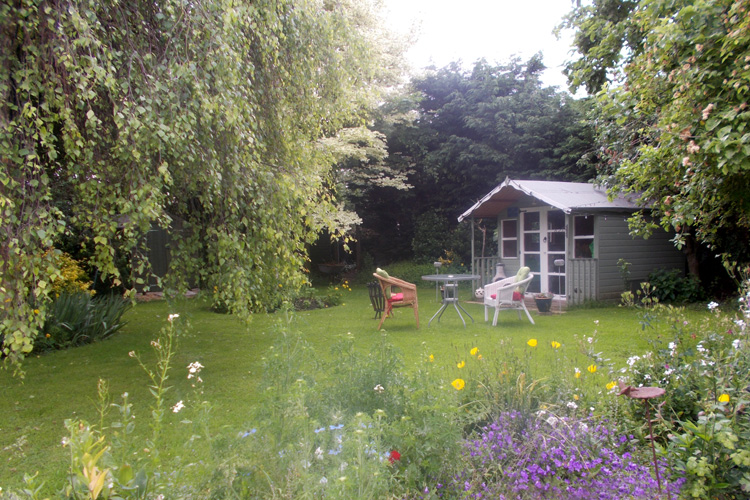 Frogfurlong-Cottage Bed and Breakfast Guest House Down Hatherley Gloucester summer garden
